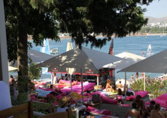 Sarn�� Beach & Restaurant