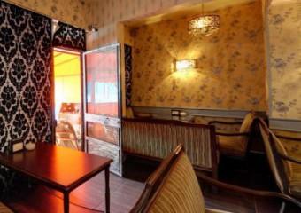 Red Lara Cafe & Club & Restaurant
