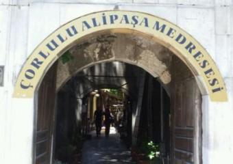 �orlulu Ali Pa�a Medresesi