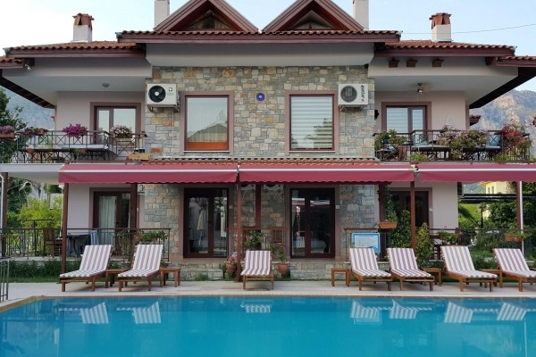 Vira Apart ve Suites