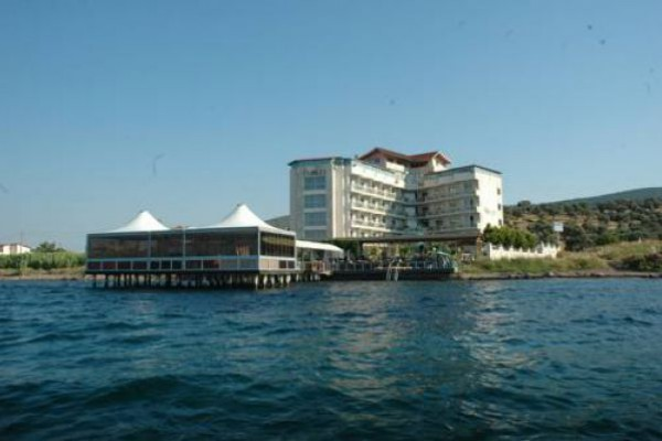 Club Rose Bay Hotel