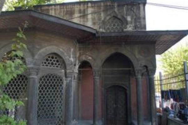 Kuyucu Murat Pa�a K�lliyesi