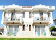 Bu�ra White Palace