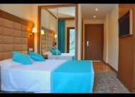 Liona hotel pool room
