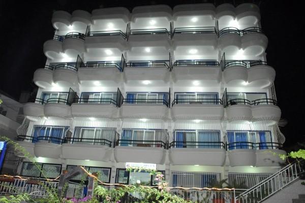 �zg�n Apart Otel Ku�adas�