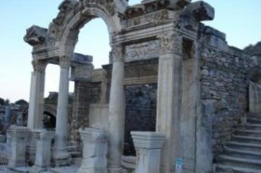 Efes Trajan �e�mesi