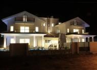 Crescent  Villas