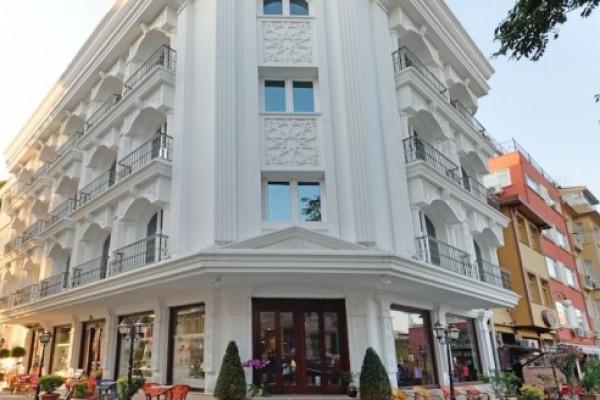 The Magnaura Palace Hotel