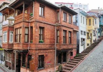 Akın House