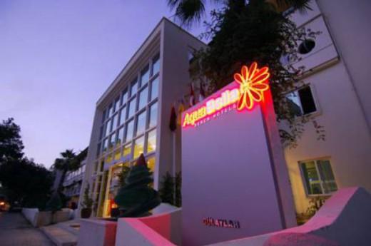 Aquabella Beach Hotel