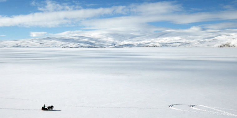 çıldır gölü kar manzarası