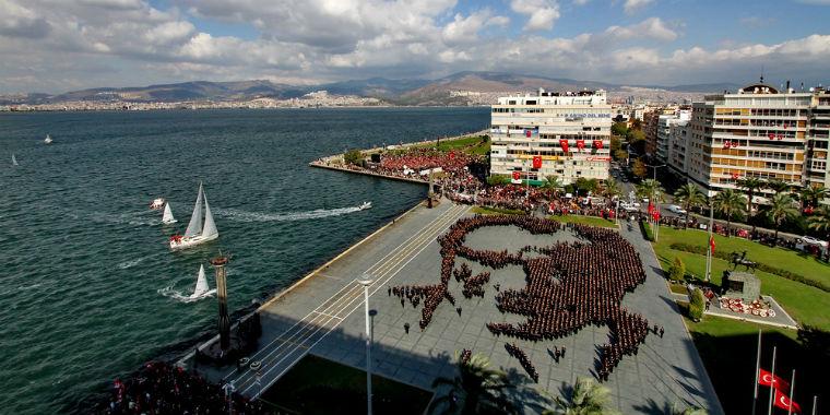 izmir cumhuriyet meydanı