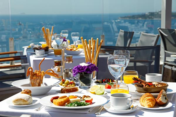 Conrad İstanbul Summit Terrace Brunch